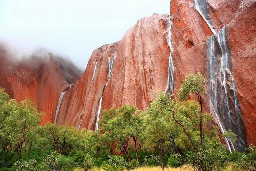 uluru-waterfalls-425255b225255d